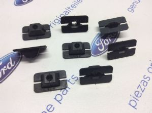 Ford Capri MK3 New Genuine Ford headlamp bezel screw clips